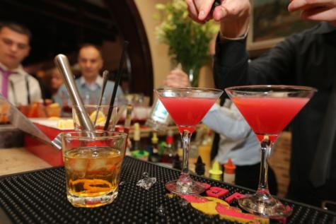 kehidupan malam, koktail, bartender, klub malam, diskotik, minuman, koktail, kaca, alkohol, di dalam ruangan