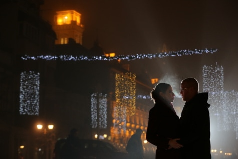 Nieuwjaar, vriendin, vriendje, liefde, romantische, paar, knuffel, licht, mensen, man