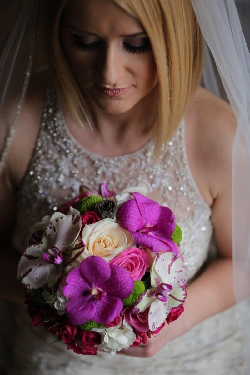 sposa, bella ragazza, capelli biondi, vestito da sposa, bouquet da sposa, velo, labbra, pelle, ciglia, cura della pelle