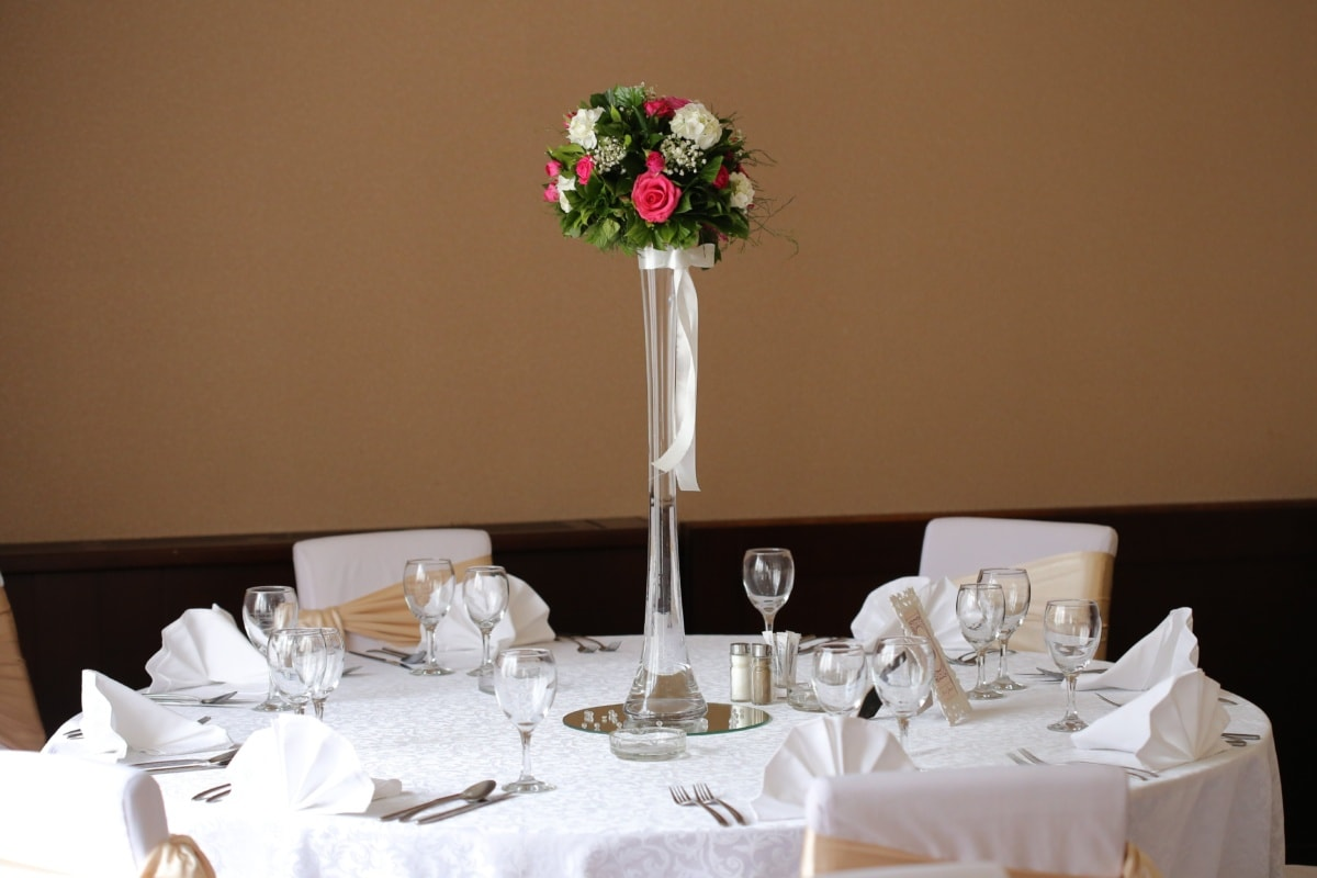 vase, wedding bouquet, dinner table, napkin, room, wedding, interior, furniture, table, flower