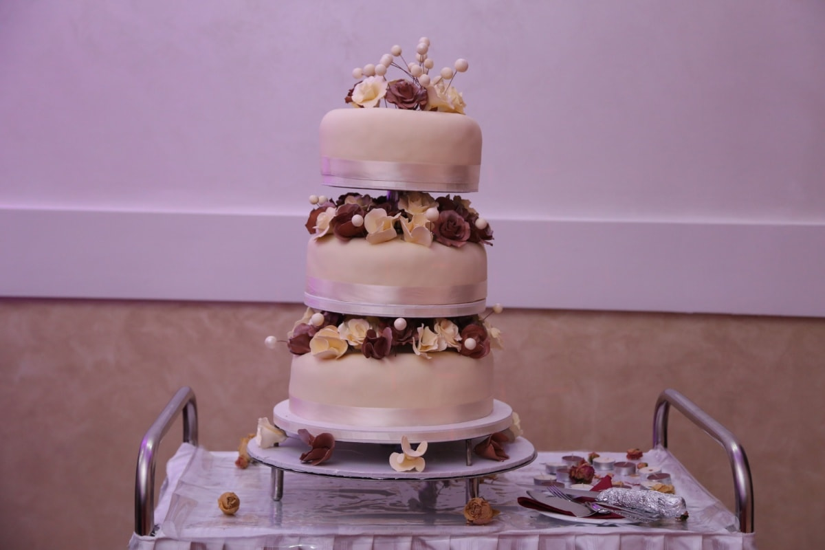 cutlery, knife, restaurant, wedding cake, fork, wedding, cake, chocolate, food, people