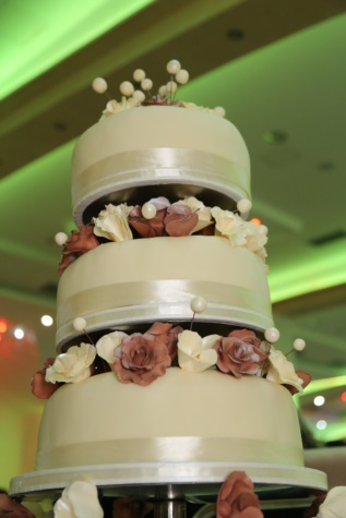 wedding cake, lights, hotel, wedding, baking, groom, love, elegant, indoors, design