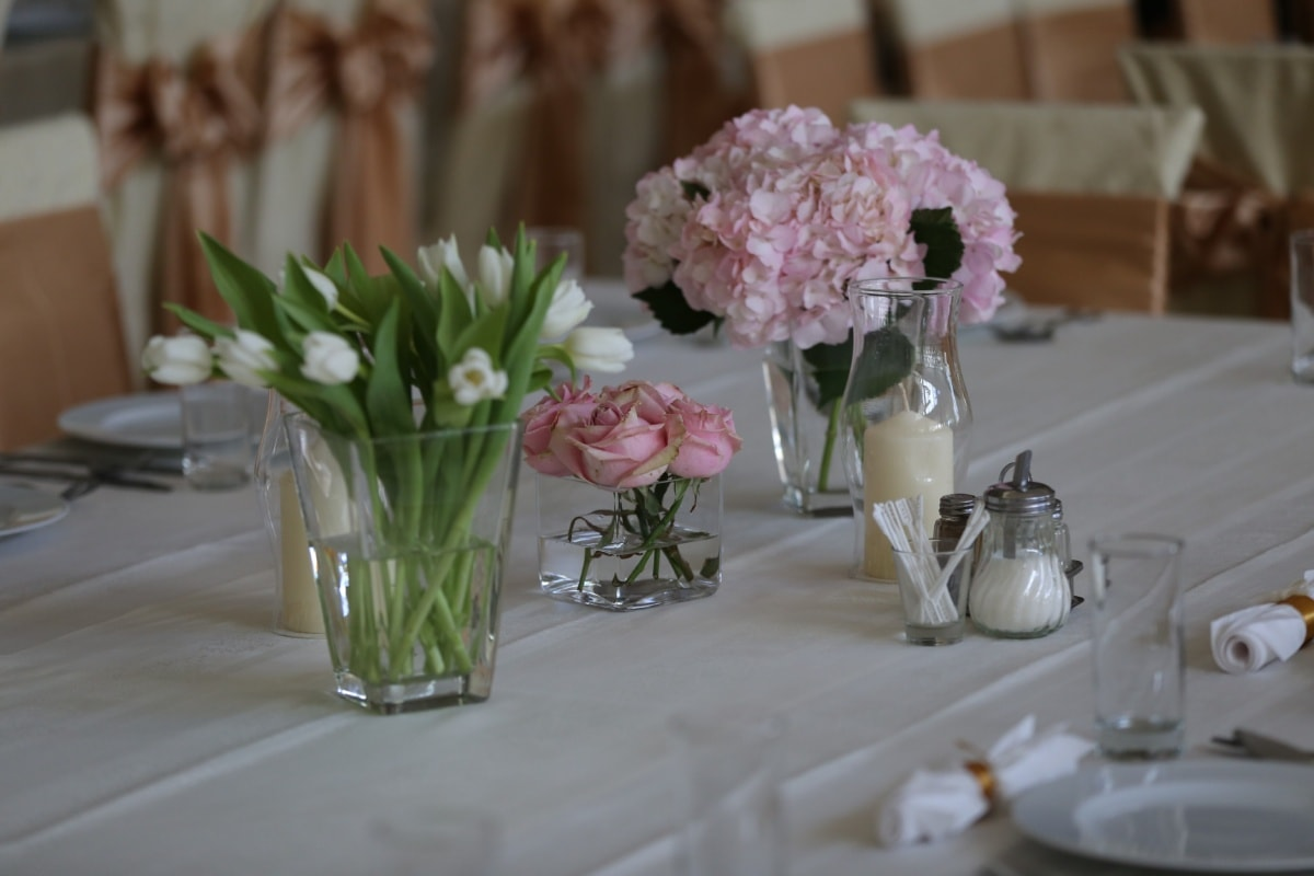 lunchroom, vase, dining area, candlestick, cutlery, candles, tablecloth, tulips, decoration, bouquet