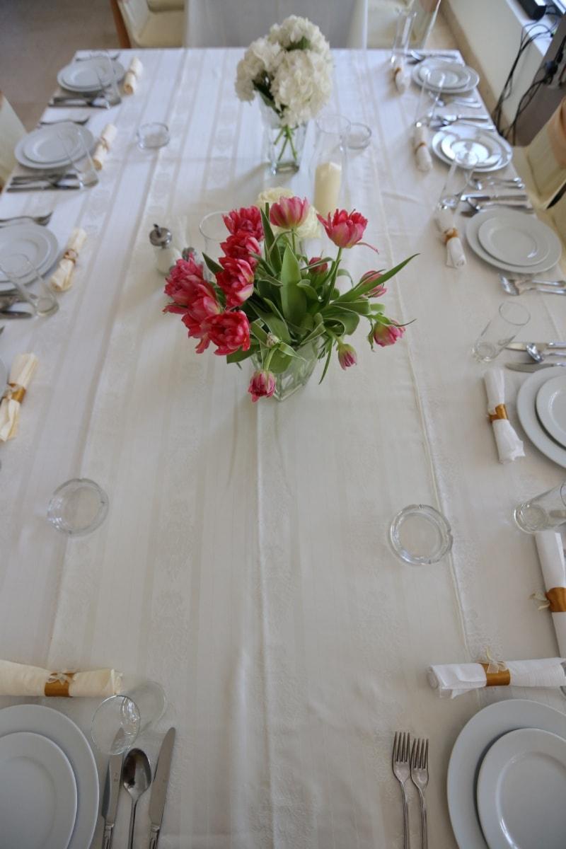 table, lunchroom, dining area, tableware, silverware, cutlery, tablecloth, wedding, dining, luxury