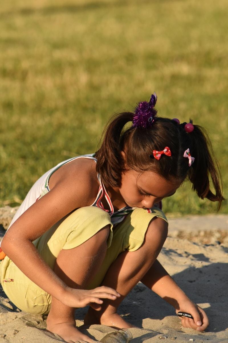아이, 예쁜 소녀, 재생, 아름 다운, 게임, 모래, 헤어스타일, 즐거움, 데이 케어, 예쁜