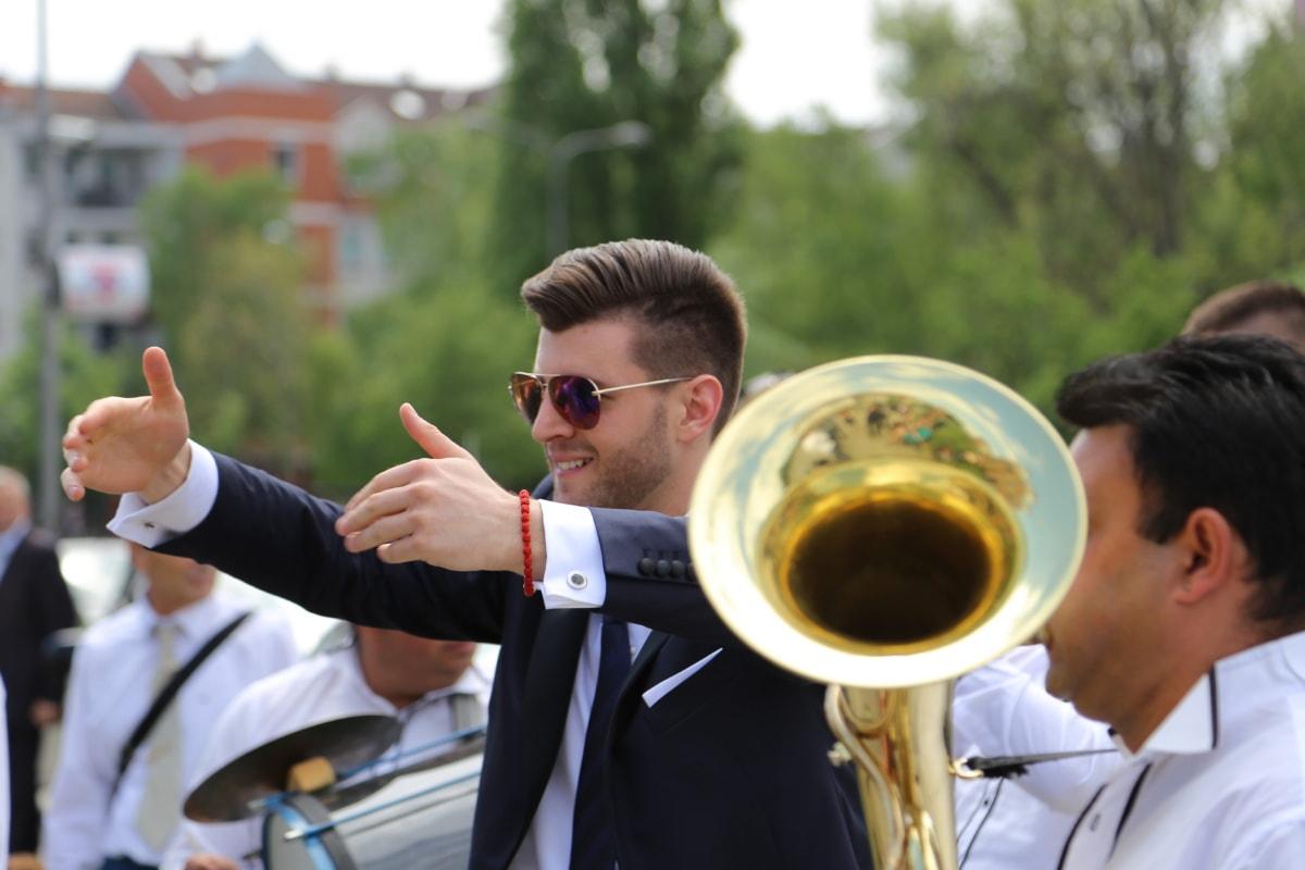 célébration, tromboniste, musique, musicien, danseuse, Outfit, Hommes, en laiton, homme, gens