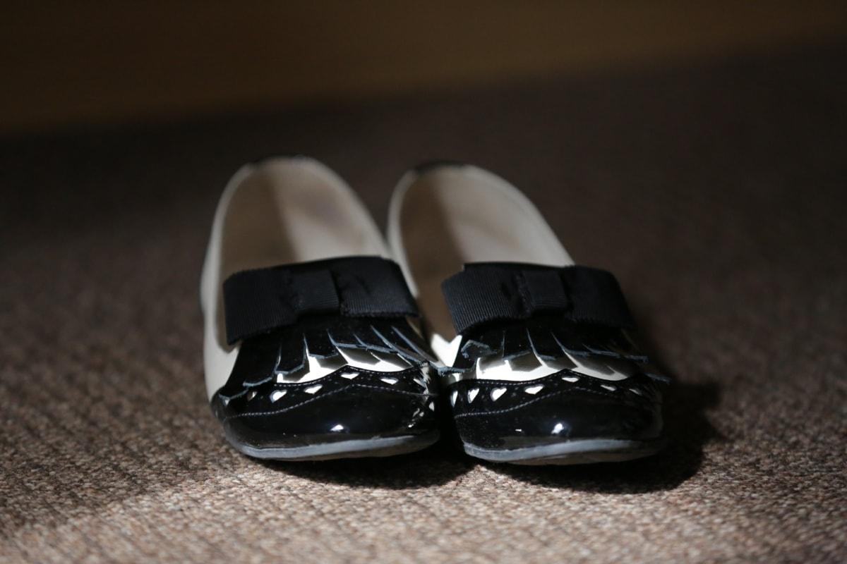 comfortabele, klassiek, schoenen, handgemaakte, zwart, leder, aantrekkingskracht, elegantie, schaduw, tapijt