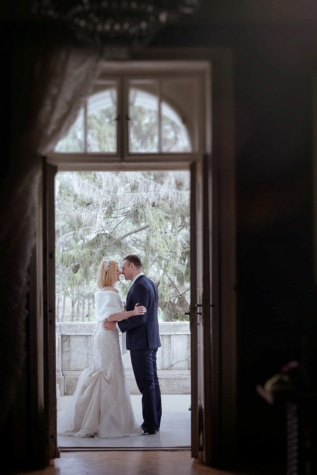 kiss, wife, husband, balcony, suit, pretty girl, handsome, wedding dress, front door, groom