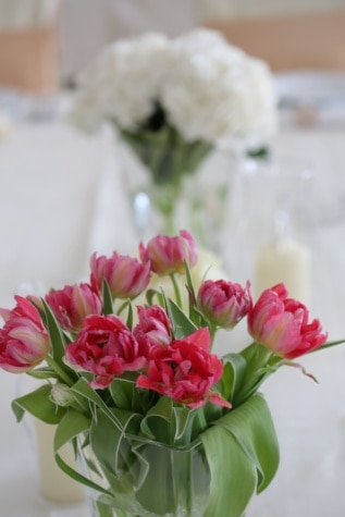 red, vase, tulips, green leaves, elegance, stem, table, wedding, romance, decoration