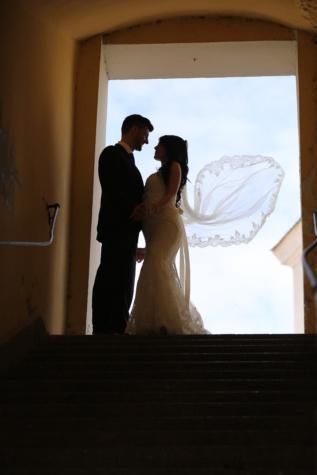 vent, robe de mariée, voile, jeune marié, la mariée, souriant, couple, romance, femme, amour
