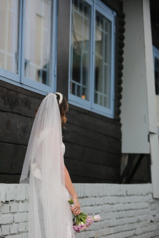 wedding dress, posing, veil, bride, wedding, architecture, architectural style, handsome, pretty girl, gorgeous