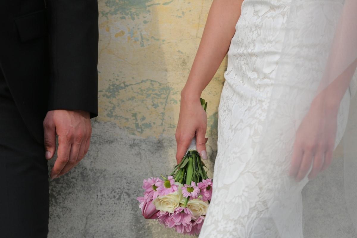 bouquet de mariage, mains, robe de mariée, convivialité, vêtements, voile, mariage, femme, la mariée, jeune marié