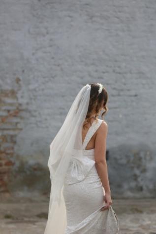 wedding dress, veil, bride, wedding, gorgeous, glamour, hairstyle, street, silk, fashion