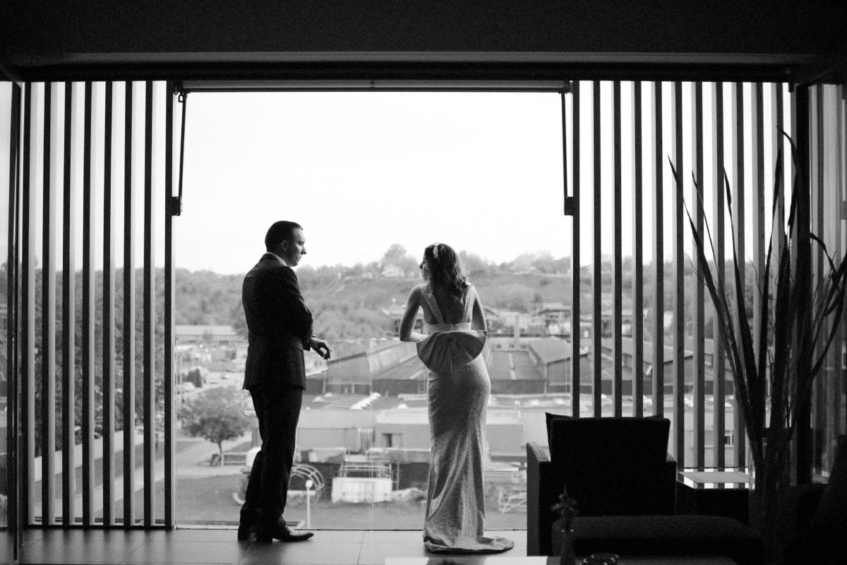 jeune marié, luxe, mode de vie, conversation, balcon, Appartement, la mariée, Porte, homme, gens