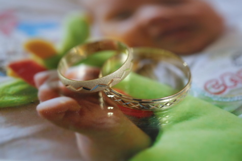 wedding ring, gold, jewelry, picture, expensive, indoors, wedding, still life, blur, table