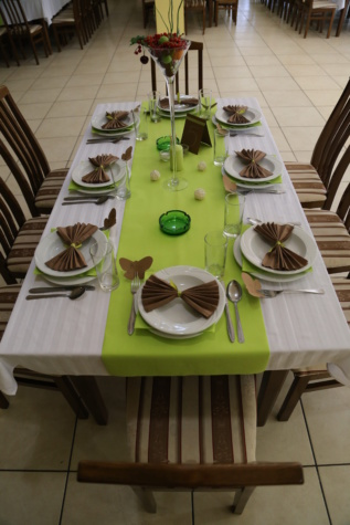 table, lunchroom, dinner table, dining area, cutlery, chairs, ashtray, vase, napkin, glassware
