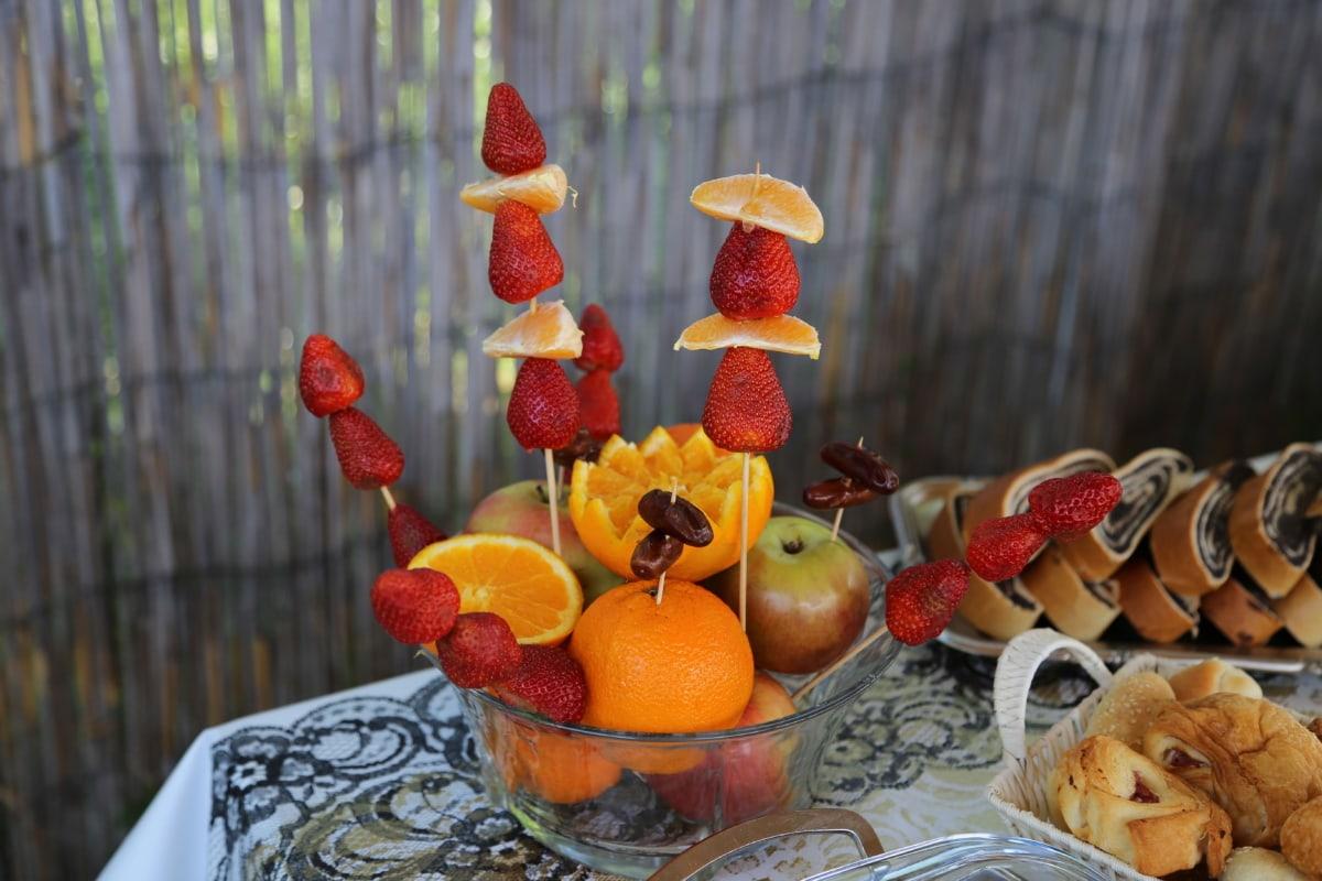 Orangen, Äpfel, Erdbeeren, Orange peel, Backwaren, Frühstück, Kerze, Holz, Natur, Obst