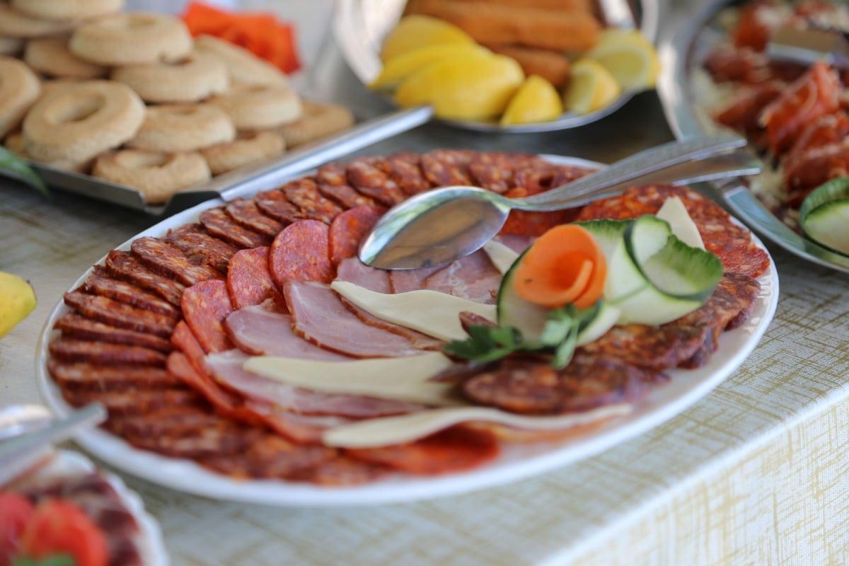 salama, švedski stol, suhe šljive, kobasica, svinjetina, mogućnost, predjelo, hrana, obrok, meso