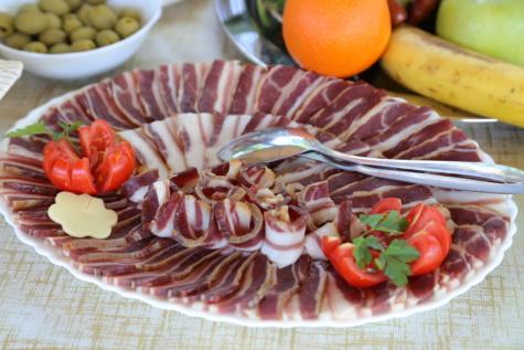 pršut, svjetionik, suhe šljive, rajčice, voće, maslina, švedski stol, večera, salata, ručak