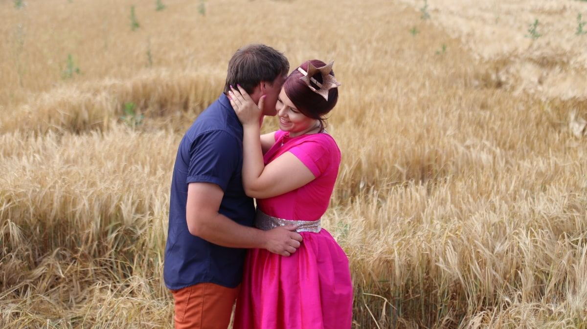 girlfriend, hugging, boyfriend, wheat, wheatfield, summer, field, grass, people, person