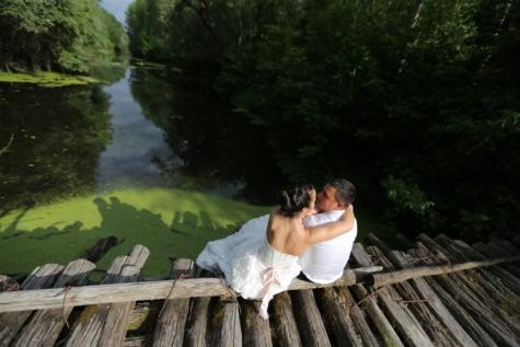 bruid, trouwjurk, houten, brug, wildernis, man, knuffel, liefde, water, buitenshuis