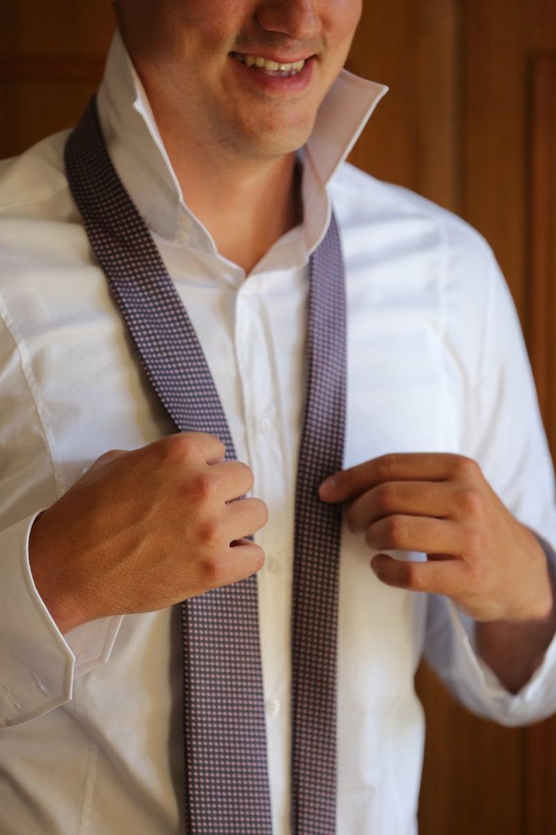 Shirt, Krawatte, Lächeln auf den Lippen, Vertrauen, Geschäftsmann, Mann, Kleidungsstück, Unternehmen, Erfolg, Menschen