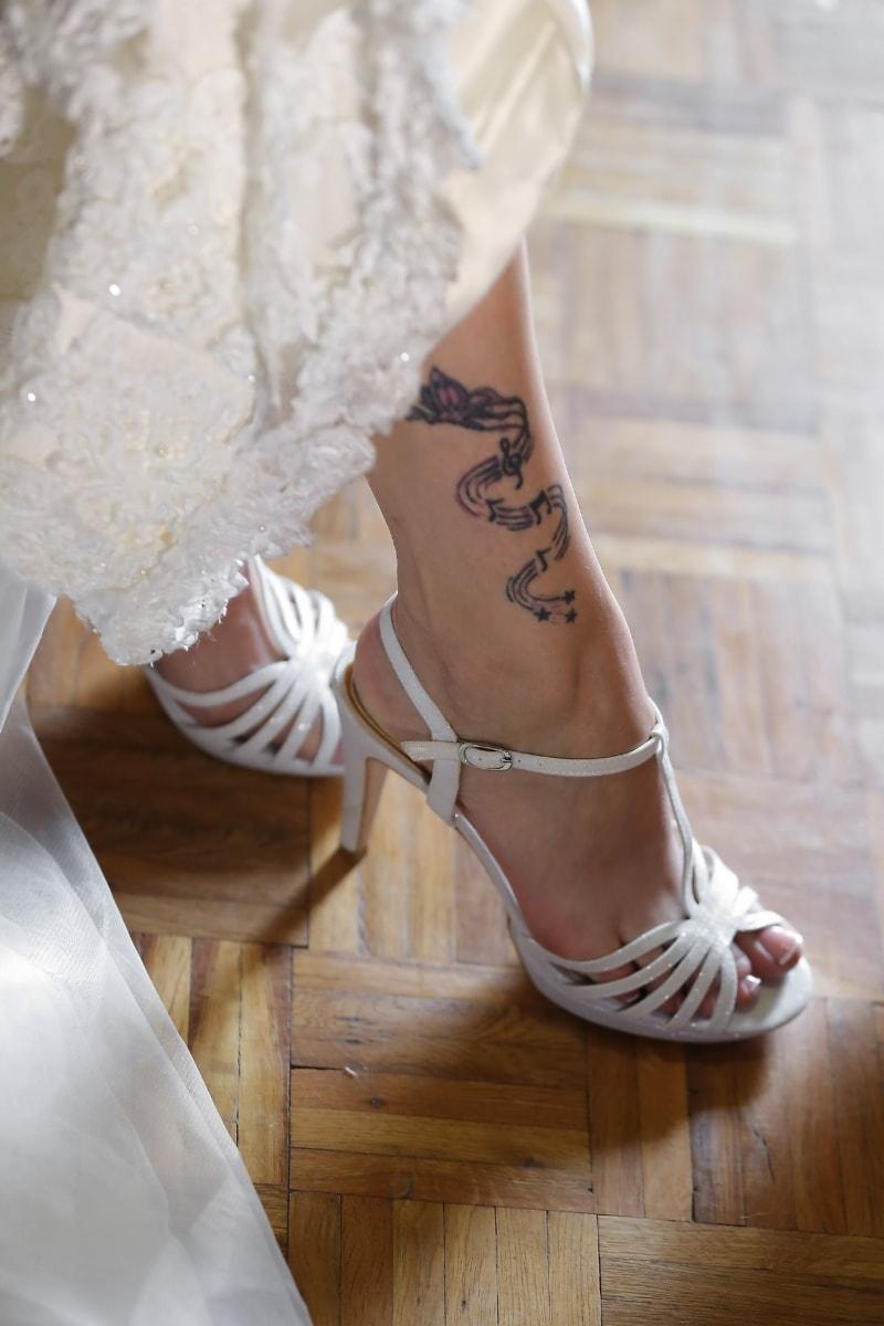 lacet, sandale, robe, élégance, charme, tatouage, attrayant, pied, pieds nus, femme