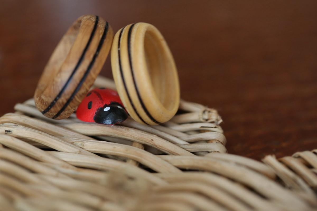 coccinelle, panier en osier, bague de mariage, en bois, fait main, romantique, Détails, brun, brun clair, miniature