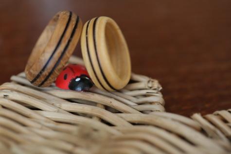 lieveheersbeestje, rieten mand, trouwring, houten, handgemaakte, romantische, gegevens, bruin, lichtbruin, miniatuur
