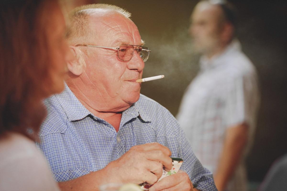 fumée, cigarette, mode de vie, jouissance, personnes âgées, gens, homme, grand-père, mature, Senior