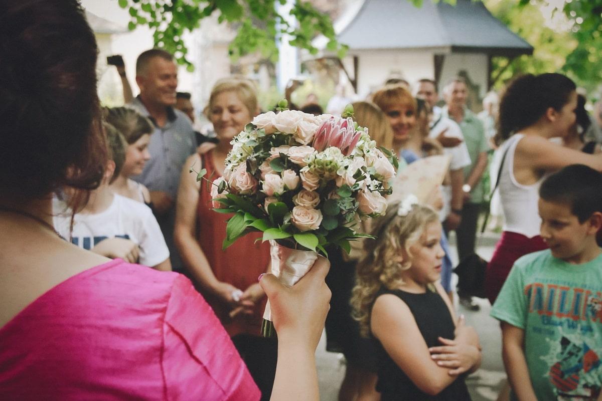 wedding bouquet, wedding, spectacular, crowd, spectator, audience, children, ceremony, auditorium, people
