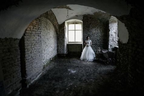 trouwjurk, bruid, kelder, kerker, verval, alleen, ruïne, oude, gebouw, het platform
