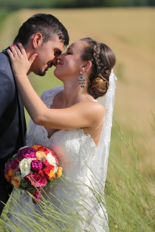 Пшеничное поле, невеста, жених, поцелуй, улыбка, любовь, рука, плечо, пара, Свадьба