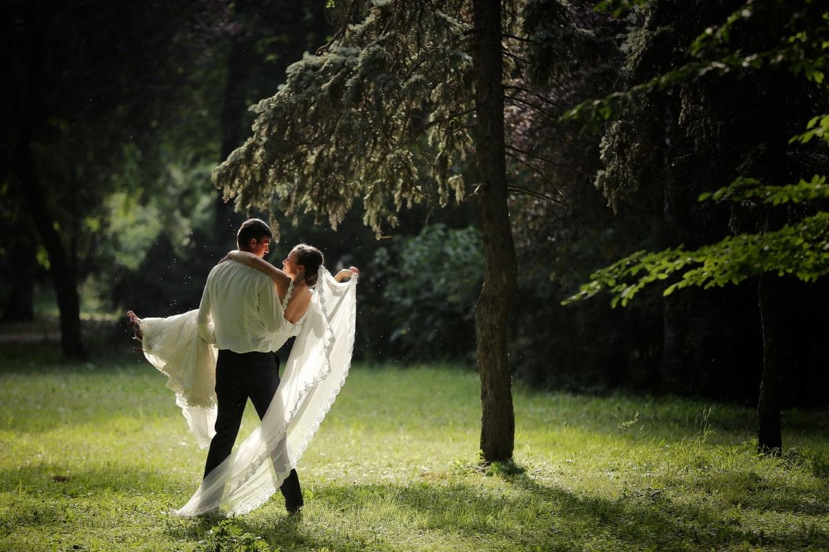 okamžik, velkolepé, nevěsta, ženich, svatební šaty, les, tráva, lidé, zařízení, děvče