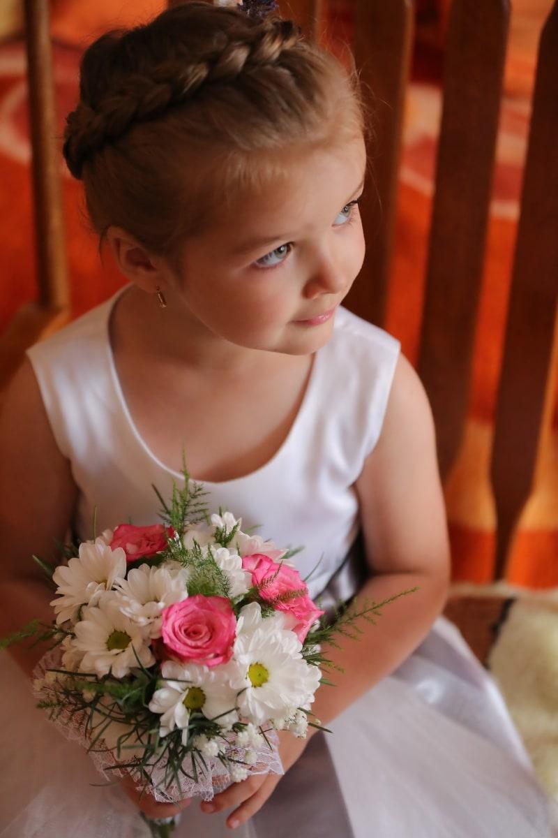 enfant, Jolie fille, élégant, Coiffure, boucles d'oreilles, bouquet de mariage, vue de côté, bouquet, mariage, fleurs
