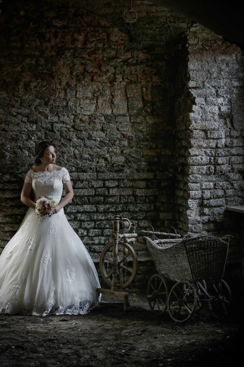 donjon, sous-sol, la mariée, tristesse, seul, Jolie fille, dépression, bouquet, marié, mariage