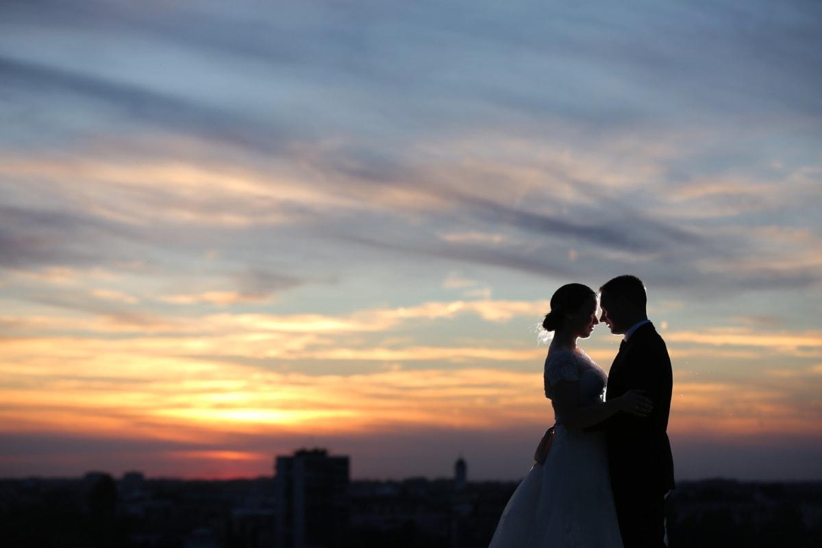 la mariée, coucher de soleil, jeune marié, baiser, Panorama, paysage urbain, aube, crépuscule, amour, romance