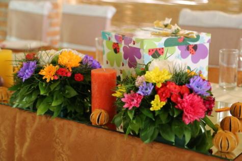 anniversaire, surprise, cadeaux, nappe, bouquet, table, fleurs, arrangement, décoration, fleur