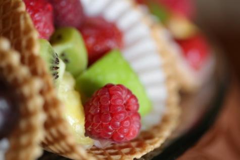 Himbeeren, Salat, Salat-bar, Dessert, Kiwi, frisch, Erdbeere, Himbeere, Beere, Obst