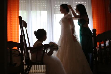 wedding dress, pretty girl, child, wedding bouquet, wedding, childhood, girls, preparation, helping, girlfriend