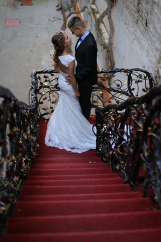 bride, red carpet, groom, glamour, cast iron, staircase, dress, people, wedding, ceremony