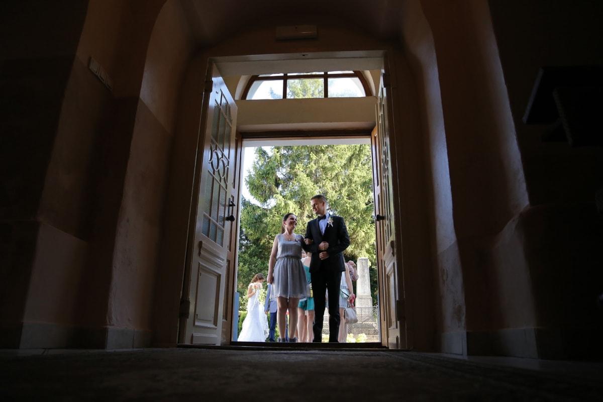 Eingang, Braut, vor der Tür, Schatten, Bräutigam, Fenster, Menschen, Architektur, drinnen, Porträt