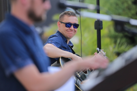 sunglasses, guitarist, band, bend, orchestra, smiling, man, person, people, happy