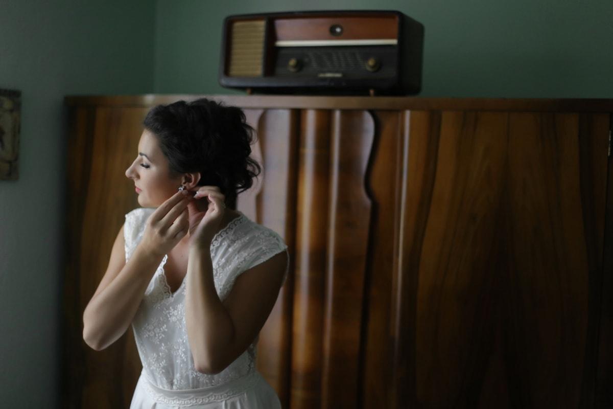 la mariée, robe de mariée, boucles d'oreilles, récepteur radio, personne, attrayant, Portrait, gens, joli, équipement