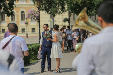 wedding, trumpeter, street, bride, wedding dress, people, man, person, smile, student