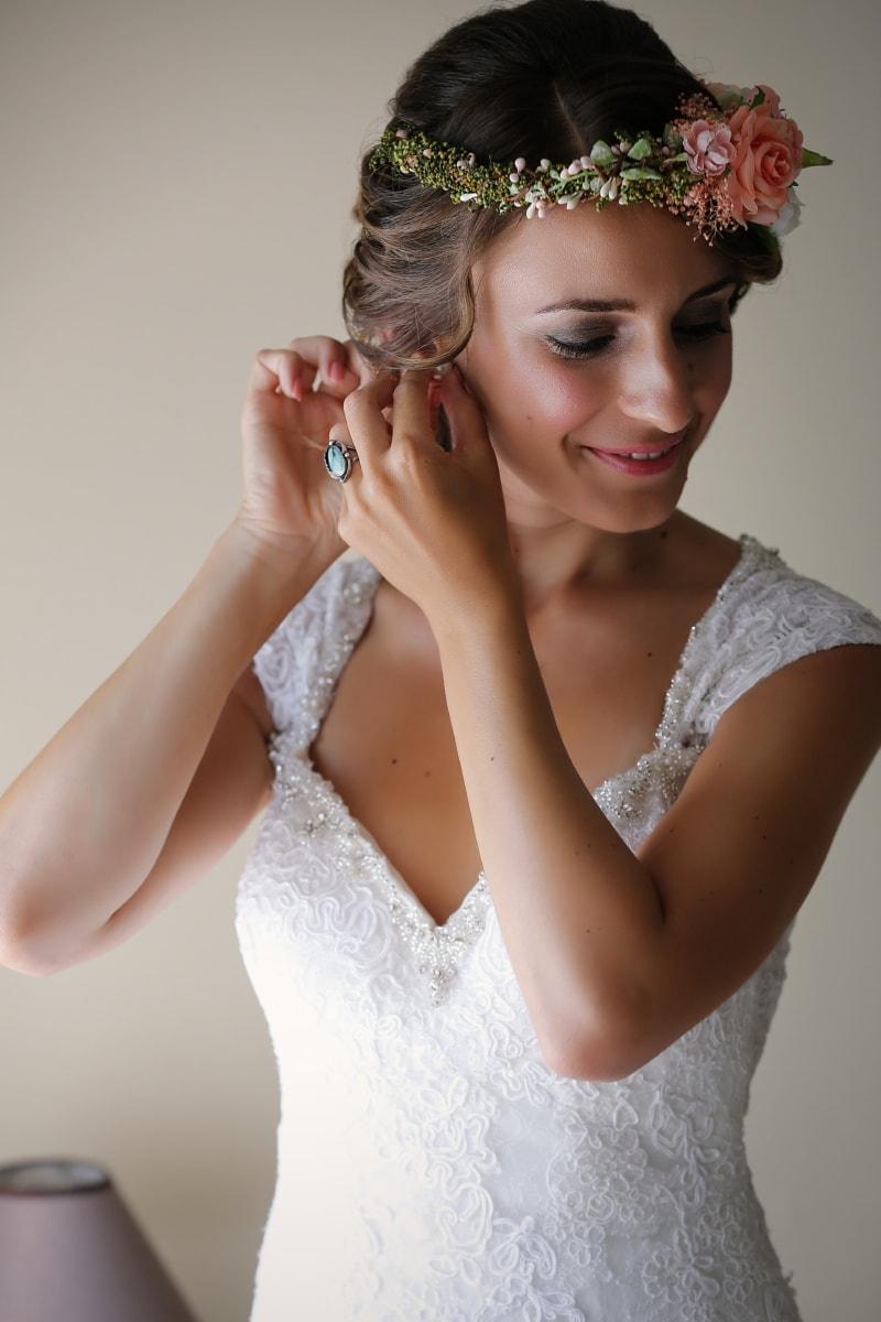 сережки, весільна сукня, симпатична дівчина, наречена, посміхаючись, зачіска, модель, привабливі, мода, людина