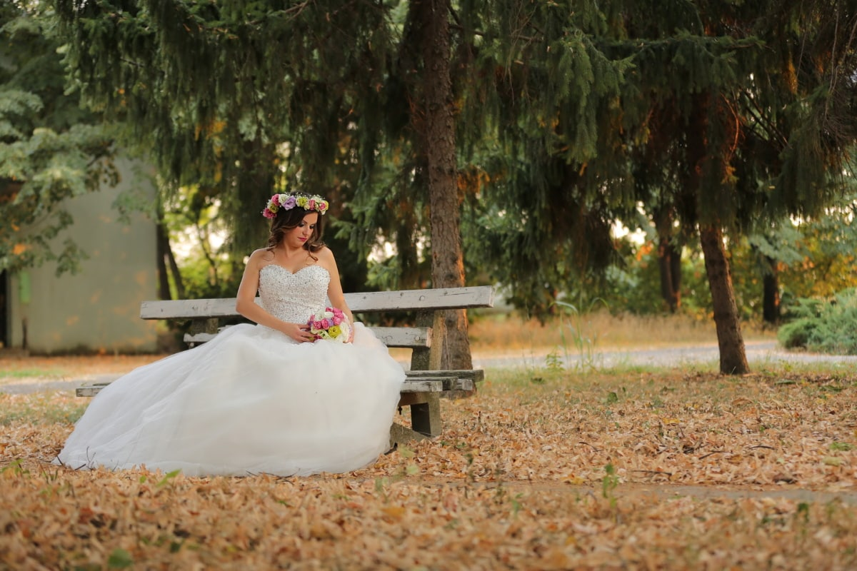 banc, posant, bouquet de mariage, robe de mariée, parc, saison de l'automne, robe, jeune marié, la mariée, mariage