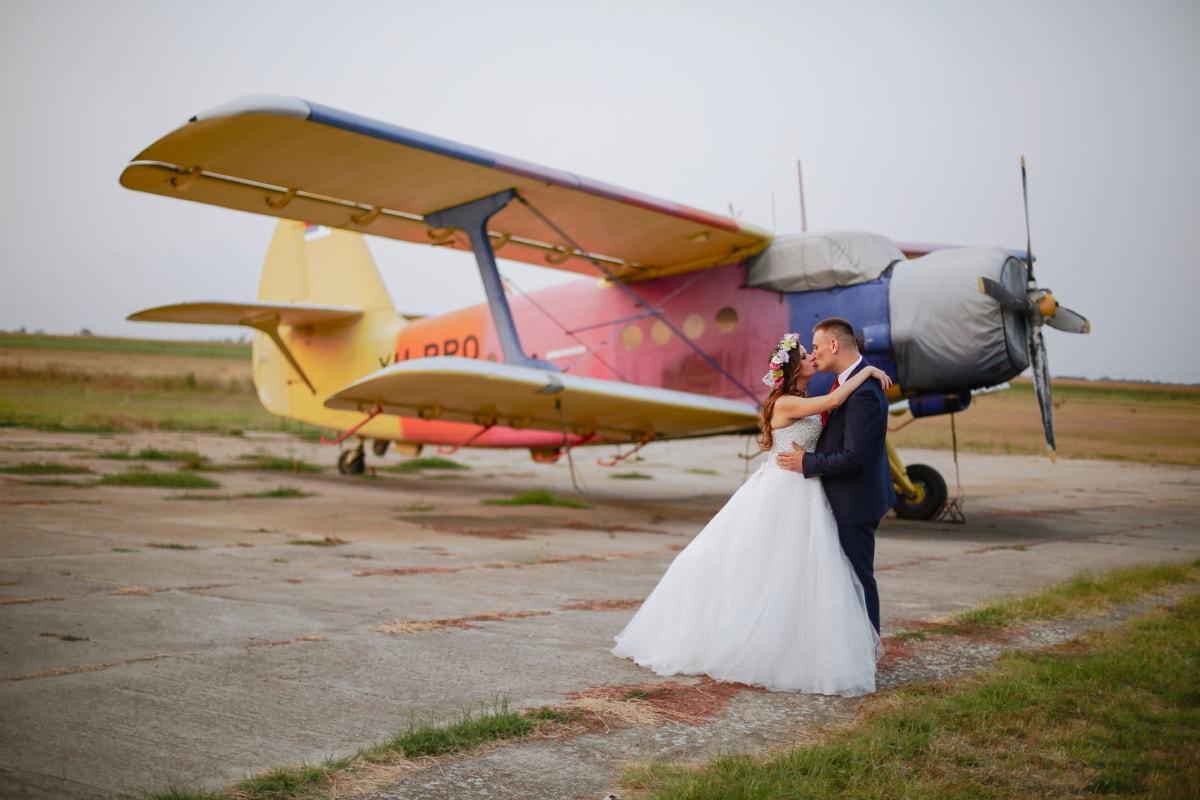 bruiloft, fotografie, vliegtuig, Luchthaven, dubbeldekker, bruidegom, kus, bruid, vliegtuigen, mensen