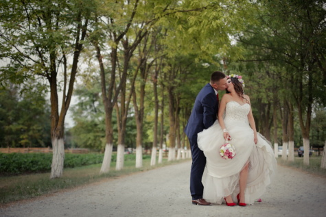groom, kiss, bride, village, countryside, road, married, dress, wedding, love