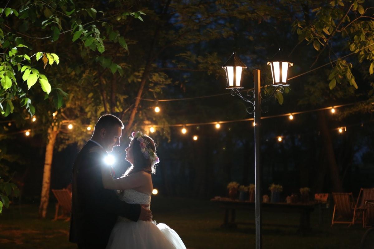 rue, nuit, lampe, la mariée, étreinte, jeune marié, gens, lumière, femme, mariage